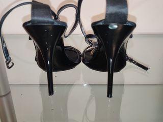 Продам женские босоножки б/у. Vând sandale.