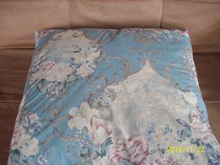 продам 2 подушки перьевые