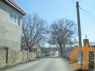 Teren pentru constructii. 10 Ari. Gaz, Apa, Energie electrica.Magistrala M2. 18km de la Chisinau.