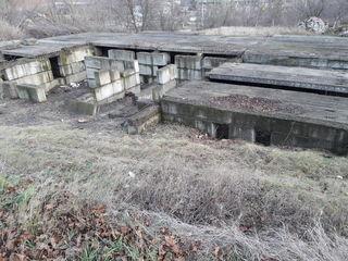 Vînd 30 ari teren pentru construcţii cu fundamentul la o casă cu 5 etaje în Ialoveni.