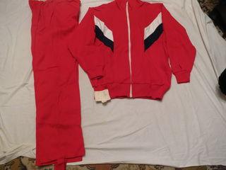 Новые спортивные и прогулочные костюмы, рубашки, брюки, футболки