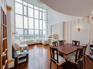 Se vinde Penthouse de Lux cu Terasă, amplasat în zonă de parc în sec. Telecentru,  120000 €