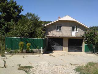 Hincesti. Casa, garaj pentru 2 auto cu 2 nivele(locativ), 6,4-ari.