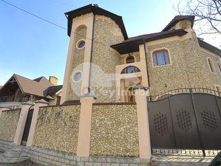 Casă cu 3 nivele, 500 mp, 6 ari teren adiacent, saună, Buiucani, 1600 € !