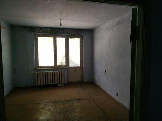 Apartament in Sarata Noua, centru + 40 acri de teren