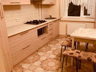 Se vinde apartament cu 3 camere in centrul Drochiei