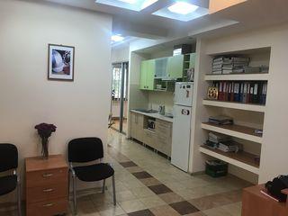 Se vinde spațiu pentru oficii sau altele