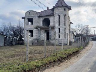 Truseni,vanzare Castel-Proiect solid,priveliste spre intregul sat