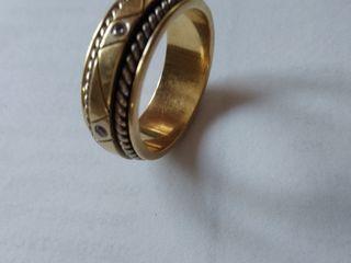 Кольцо ручной работы 750 пробы  с 6-ю  бриллиантами, с сертификатом.Торг