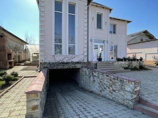 Se vinde casă în Magdăcești în prima linie!!! 2nivele, 250 mp, 8 ari