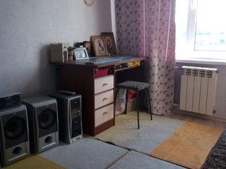 Vând apartament cu 3 odăi(și cu garaj) in orașul Fălești