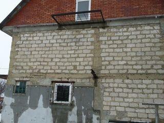 """Se vinde casa pe pamint in orasul Ungheni , raionul """"Saracuta""""."""