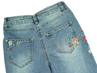 Новые джинсы с вышивкой на 10-11 лет
