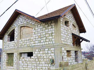 Casă, Durlești, 3 nivele, 220 m2, proiect bun, fîntînă proprie, lumină, gaz, canalizare