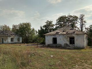 2 здания с весовой и ангаром, расположенных на участке земли в 1,36 га рядом с карьером у поста ГАИ