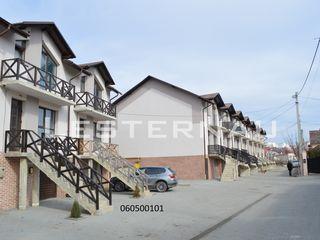 180 m.p. Casa individuala cu 2 etaje. Garaj, 2 Intrari