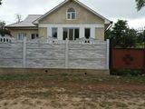 Casa este în satul Sofia or.Hincesti. negociabil.