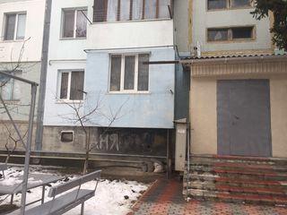 Se vinde apartament cu 2 odai in centrul orasului Criuleni.