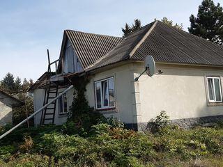 продается два дома в одном дворе с очень большом участком. газ,вода,свет,телефон