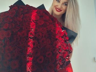Trandafiri 101 de la 599 lei; crizanteme eustome