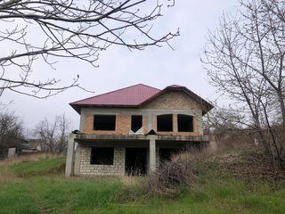 Se vinde casă cu doua etaje nefinisată