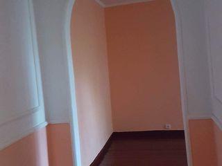 se vinde apartament 2 odai, reparat,mobilatat.