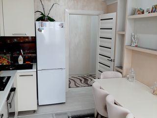 Apartament cu 2 odai,Centru,72 m2 ,etaj 4+Debara 7 m2