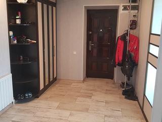 Vind apartament 2 odai in centru, deja amenajat.Reparatia recent facuta.