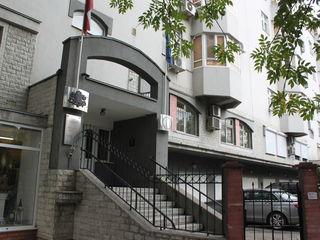 Центр, ул. М. Еминеску 40. /3-х комн/ 152кв.м.