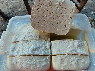 Vând brânză de capră