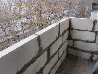 Расширение балконов, лоджий, кладка из газоблоков газобетона Renovarea și extinderea balcoanelor