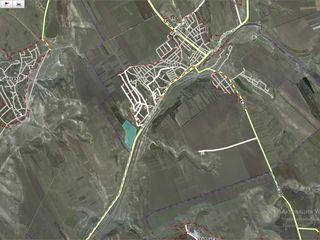 16 hectare linga trasa Chisinau-Ungheni