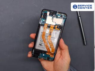 Samsung Galaxy A20 (2019) A200 Bateria nu se încarcă? О vom înlocui fără probleme!