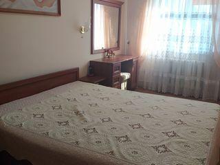 Продается хорошая 3- комнатная квартира район 10 квартал. Середина, этаж 3 из 5 утепленная, комнаты