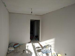 Продается большая 2-комнатная квартира 54кв.м белый вариант. Разрешение под автономное отопление. Эт