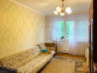 Apartament cu 2 camere, etajul 3/5 mijloc. Euroreparatie, str Alba Iulia, Paris.