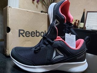 Новые кроссовки Reebok из Англии