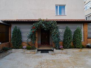 Se vinde super apartament cu ogradă și intrare privată! Subsol cu garaj! 200 m2! Sună pentru detalii