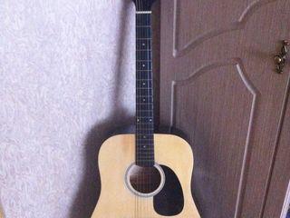 Vind chitara acustica in stare buna