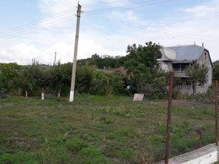Сasa in s.Hirtopul-Mare,r.Criuleni cu suprafata 140m2,pe 27ari,beci,garaj,fintina,14 ari-vie!