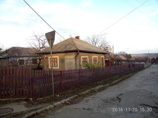 se vinde casa  sau schimb pe apartament  in centru orashului Faleshti