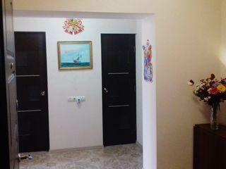 Căutăm cumpărători pentru un apartament spațios cu 3 camere/ Продается просторная 3-х комн. квартира