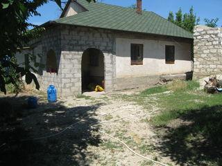 Внимание  дом в  Яловенах  на  участке  13  соток