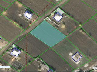 11 соток земли под строительство в с. Суручень Яловенского р-она в 12-и км. от Кишинева