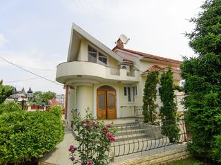 Casă în chirie, 5 camere, str. Gh. Asachi, 750 €