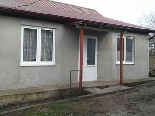 Se vinde casă în sat.Cheltuitor se află la distanța de 5km de la Ciocana.În casă este căldură autono