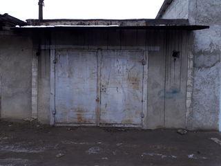 Vînd garaj capital cu beci, în Floresti.
