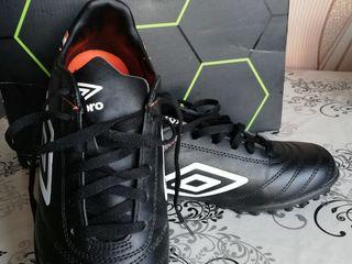 Продаю оригинальные Шиповки футбольные Umbro Classico V TF 81268U-FC7, черный, красный, US, 7.5