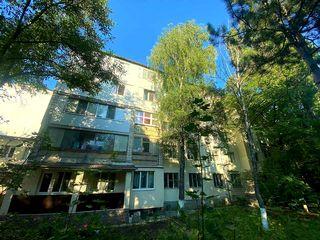 Apartament spatios cu 3 odai, incalzire autonoma, 95 m.p..