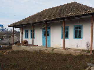 Schimb casa in budesti 10 km de la chisinau cu 11ari pe apartament cu o odaie sau vilă  (dace) .